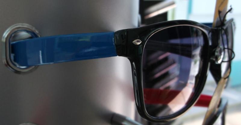 Ochelari de soare cu rama colorata - albastru