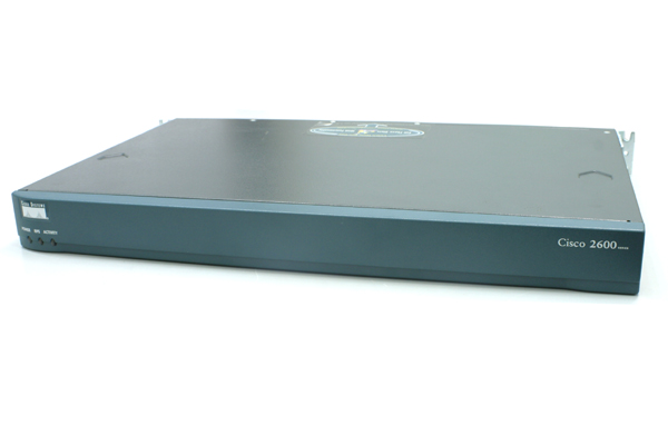 ROUTER CISCO; model: 2600; MANAGEMENT; PORT CONSOLA; PORTURI: 2 x RJ-45 10/100; 'CISCO 2612, 2620'; SH