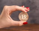 Moneda Bitcoin BTC in carcasa din plastic