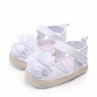 Pantofiori fetite cu floare alba